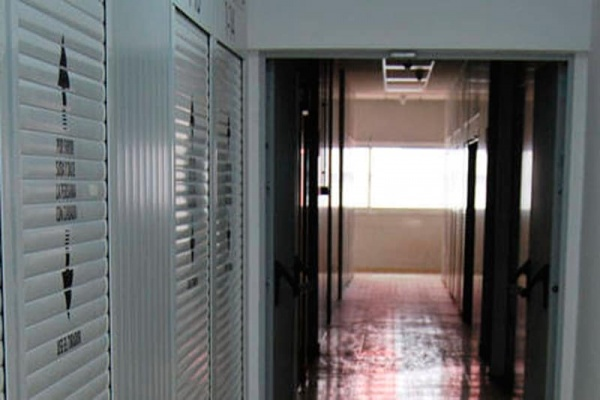 subcontratar la gestión de material, espacios, y stock
